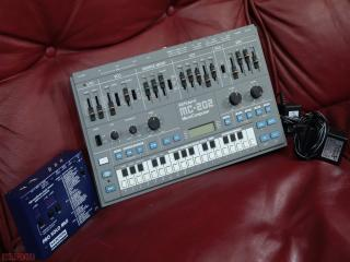 roland mc202  microcomposer con interfaccia midi kenton
